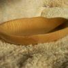 Assiette creuse en frêne à bords irréguliers