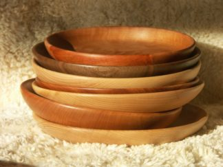 Assiettes légèrement creuses, disponibles dans différents essences de bois