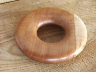 Un anneau en pommier? Un dessou de plat!
