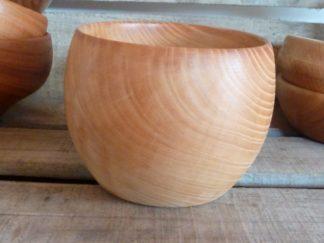 Pour composer un service de vaisselle en bois, n'hésitez pas à varier les essences de bois et les formes. Votre table n'en aura que plus de caractère