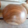 La finesse du ponçage donne une douceur incomparable à ce bol en bois massif