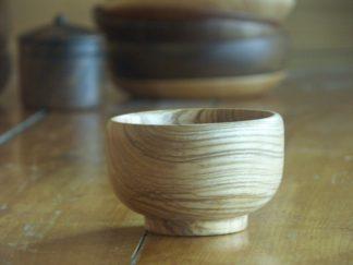 Les dessins du bois font qu'il n'y a pas deux bols identiques