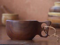 Kuksa, mug et tasse en bois