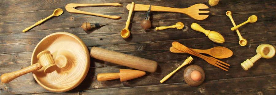 Retrouvez ici des casse-noix en bois, des couverts à salade en bois, des presse-citron en bois, des coquetiers en bois, des pince en bois...